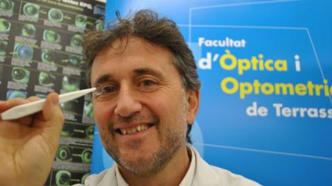 Una lente de contacto frena la progresión de la miopía