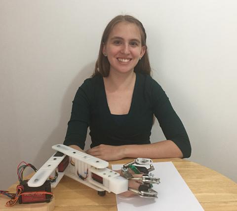 Colombiana crea brazo robótico para ayudar en rehabilitación a personas con dificultades motoras