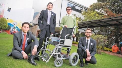 Jóvenes colombianos inventan silla de ruedas que se mueve con los ojos